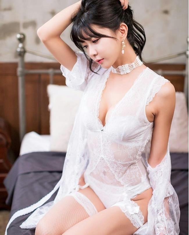 Nội y trắng muốt vừa tinh khôi vừa mời gọi của người đẹp châu Á - hình ảnh 8