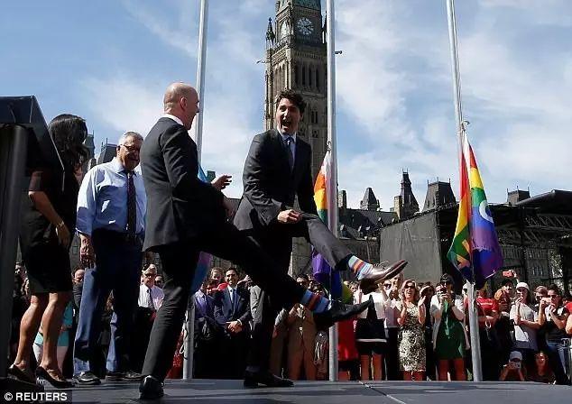 Bí mật sau những đôi tất kì lạ của Thủ tướng Canada điển trai - hình ảnh 7
