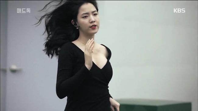 Quá nóng bỏng, 3 mỹ nữ ngực khủng này lấn át cả nữ chính - hình ảnh 17