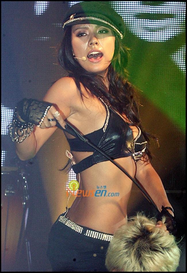 Kiều nữ Hàn gây sốc với đồ diễn ngắn cũn cỡn như nội y - hình ảnh 4