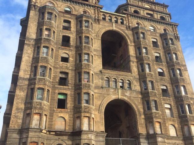 Bí ẩn đằng sau những khách sạn hạng sang bị bỏ hoang - hình ảnh 3