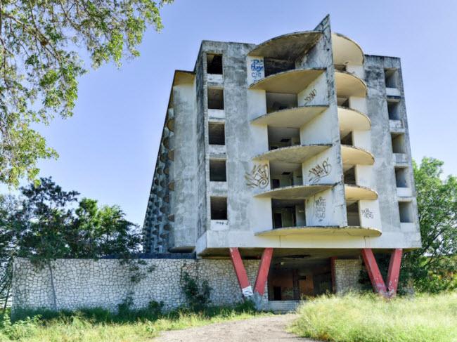 Bí ẩn đằng sau những khách sạn hạng sang bị bỏ hoang - hình ảnh 13