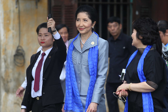 """Ngắm những """"bóng hồng"""" phục vụ tại APEC - hình ảnh 10"""