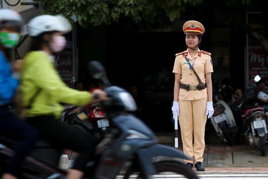 """Ngắm những """"bóng hồng"""" phục vụ tại APEC - hình ảnh 3"""