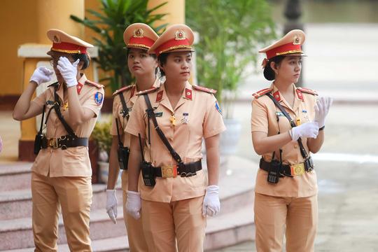 """Ngắm những """"bóng hồng"""" phục vụ tại APEC - hình ảnh 1"""