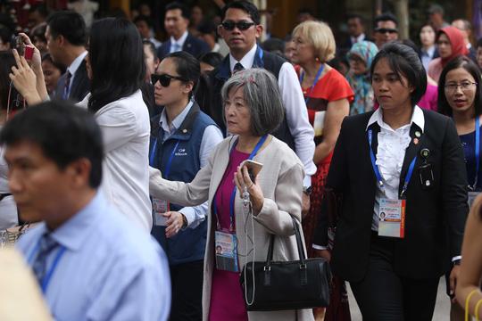 """Ngắm những """"bóng hồng"""" phục vụ tại APEC - hình ảnh 11"""