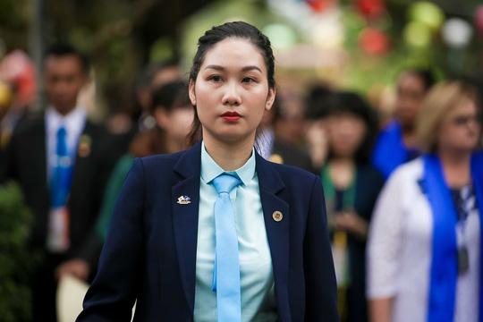 """Ngắm những """"bóng hồng"""" phục vụ tại APEC - hình ảnh 6"""