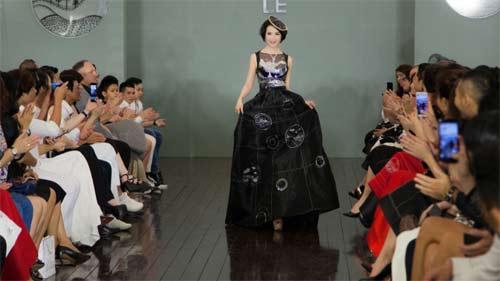 Thanh Mai U50 vẫn đẹp như tiên với váy trăm triệu đính ngàn viên pha lê - hình ảnh 4