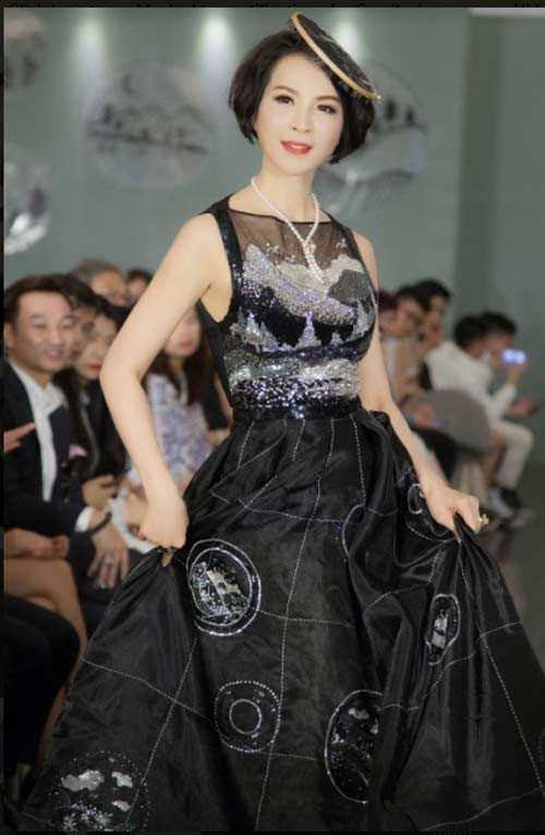 Thanh Mai U50 vẫn đẹp như tiên với váy trăm triệu đính ngàn viên pha lê - hình ảnh 5