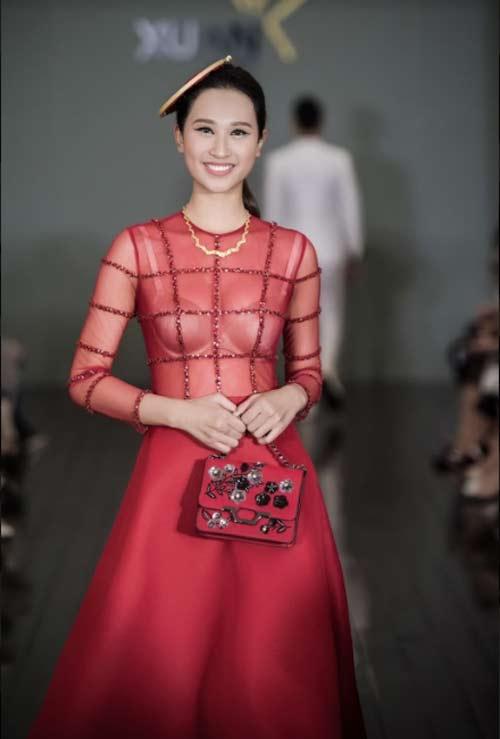 Thanh Mai U50 vẫn đẹp như tiên với váy trăm triệu đính ngàn viên pha lê - hình ảnh 16