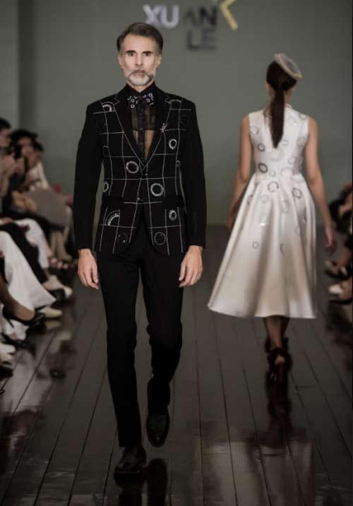 Thanh Mai U50 vẫn đẹp như tiên với váy trăm triệu đính ngàn viên pha lê - hình ảnh 18