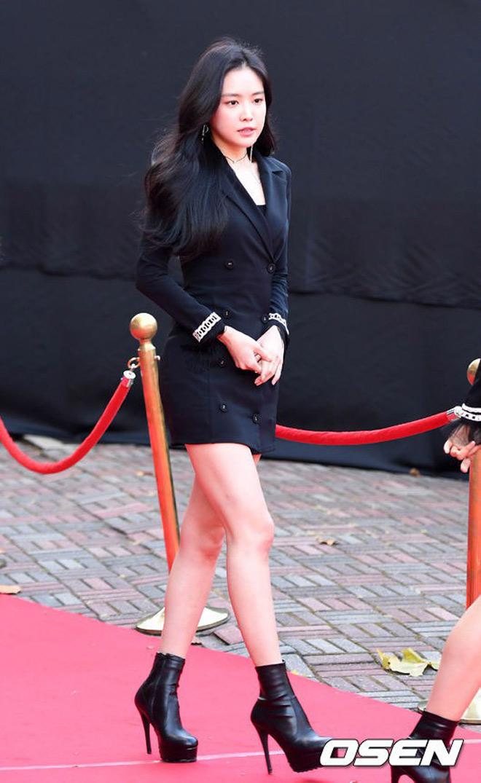 Tình cũ, tình mới Lee Min Ho chạm trán cùng khoe vòng một - hình ảnh 6