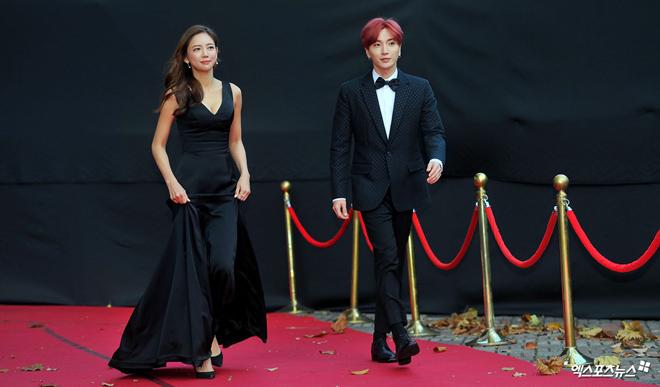Tình cũ, tình mới Lee Min Ho chạm trán cùng khoe vòng một - hình ảnh 16