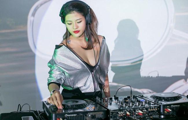 5 nữ DJ sexy sớm theo chồng bỏ cuộc chơi khiến mày râu tiếc nuối - hình ảnh 8