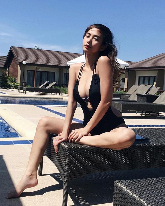 Ngây ngất thân hình phồn thực của nữ MC ảo hot nhất Philippines - hình ảnh 6