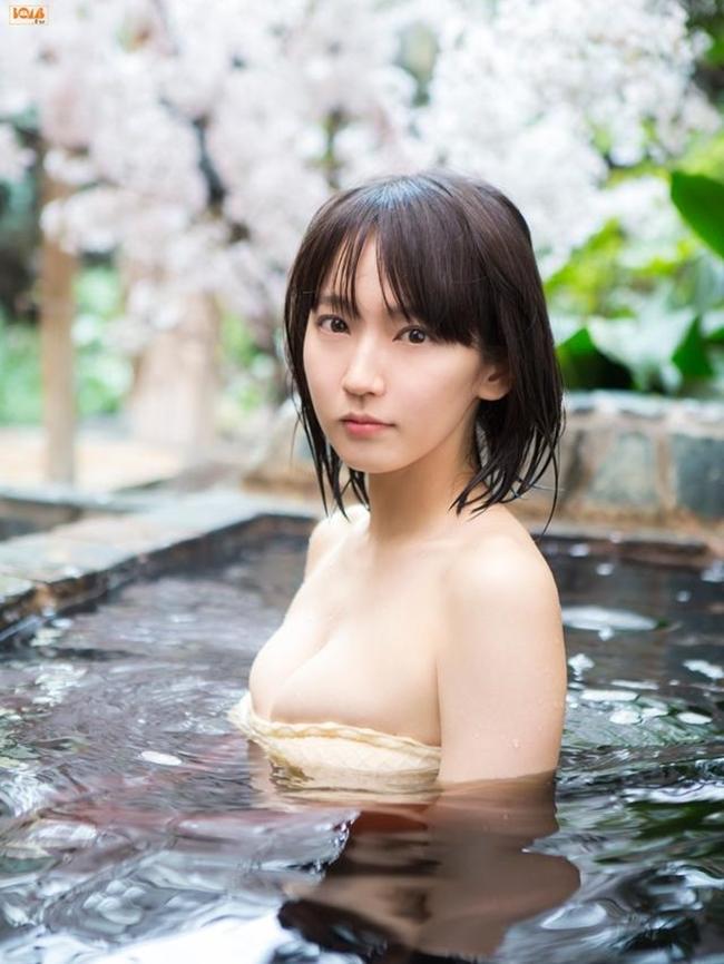 Mỹ nữ tắm suối diện đồ mỏng tang khoe vòng 1 nóng bỏng - hình ảnh 1
