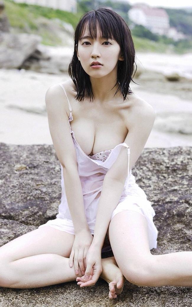 Mỹ nữ tắm suối diện đồ mỏng tang khoe vòng 1 nóng bỏng - hình ảnh 2