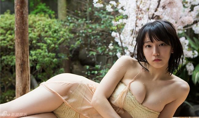 Mỹ nữ tắm suối diện đồ mỏng tang khoe vòng 1 nóng bỏng - hình ảnh 3