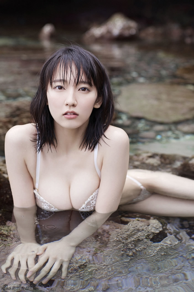 Mỹ nữ tắm suối diện đồ mỏng tang khoe vòng 1 nóng bỏng - hình ảnh 7