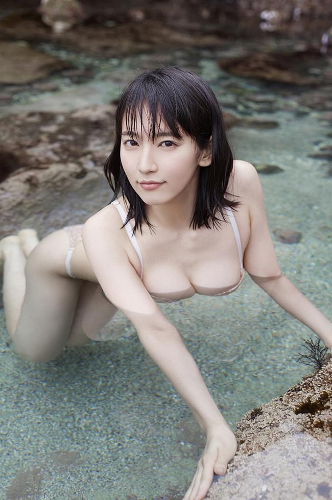Mỹ nữ tắm suối diện đồ mỏng tang khoe vòng 1 nóng bỏng - hình ảnh 6