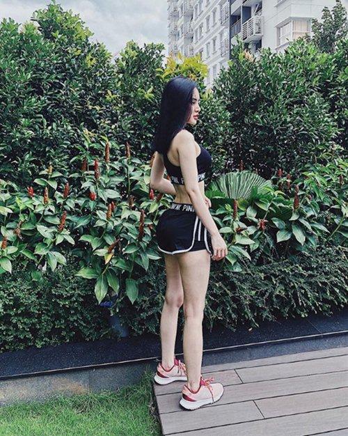 Hạn chế chiều cao, em gái siêu vòng 3 phiên bản Việt vẫn sexy khó ngờ - hình ảnh 1
