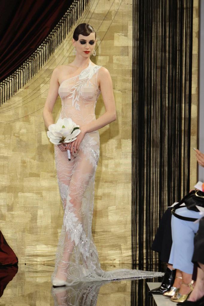 Nàng dâu diện váy cưới như cởi trần liệu có khiến quan khách giật mình? - hình ảnh 2