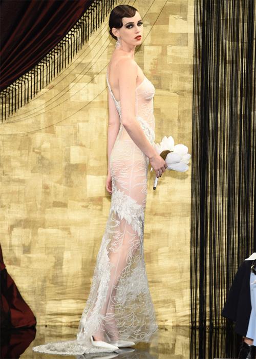 Nàng dâu diện váy cưới như cởi trần liệu có khiến quan khách giật mình? - hình ảnh 3
