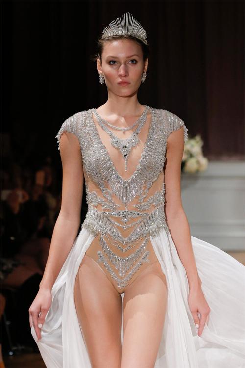 Nàng dâu diện váy cưới như cởi trần liệu có khiến quan khách giật mình? - hình ảnh 7