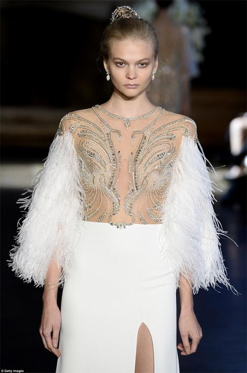 Nàng dâu diện váy cưới như cởi trần liệu có khiến quan khách giật mình? - hình ảnh 8