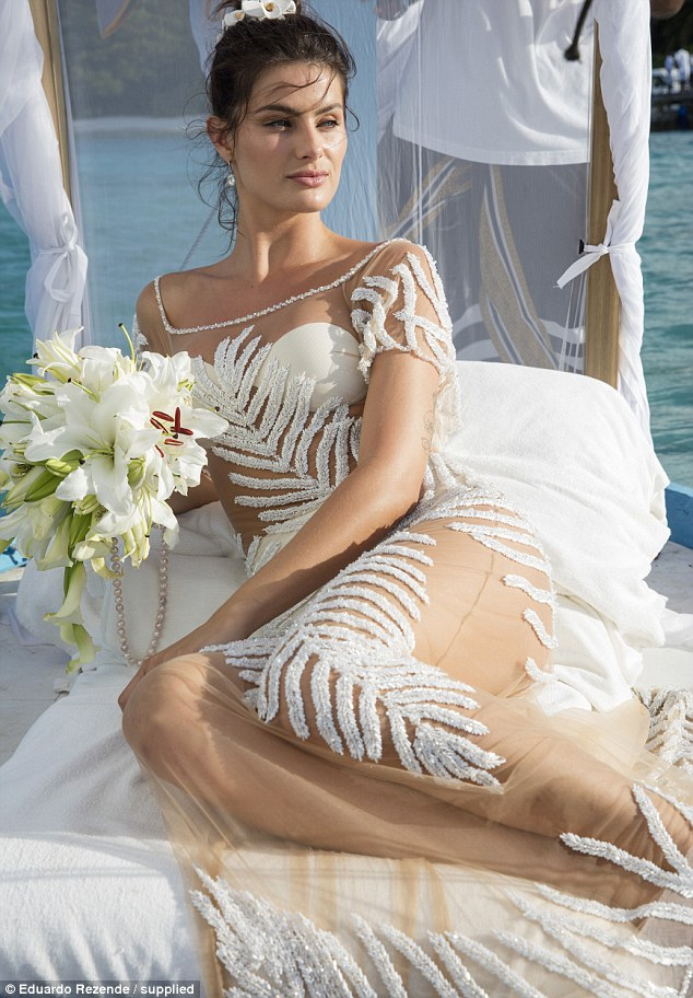 Nàng dâu diện váy cưới như cởi trần liệu có khiến quan khách giật mình? - hình ảnh 10