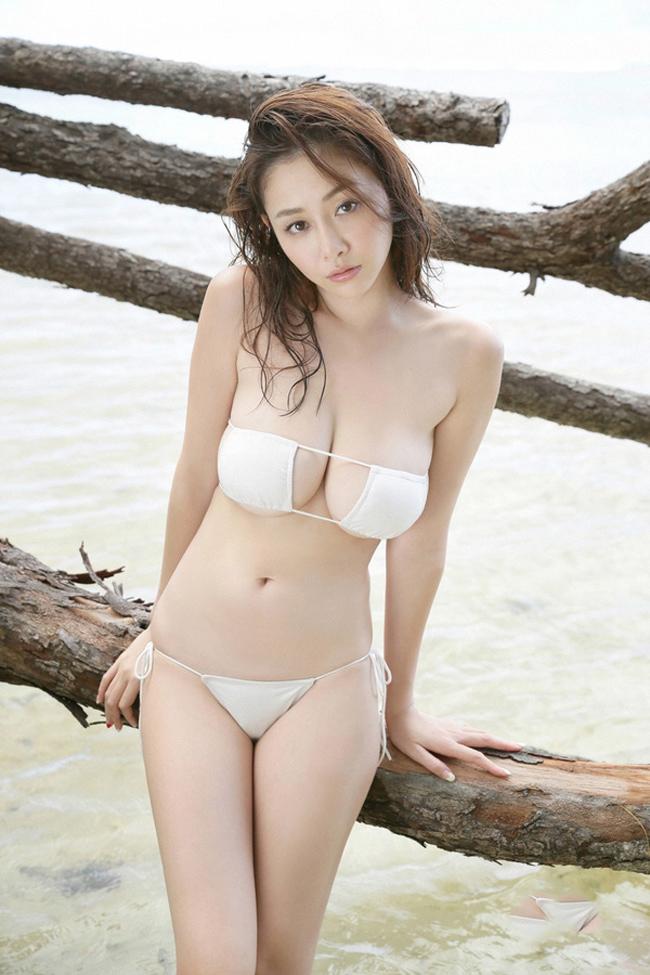Bikini bé xíu của kiều nữ Nhật khiến mày râu nhìn là muốn đi bơi - hình ảnh 4