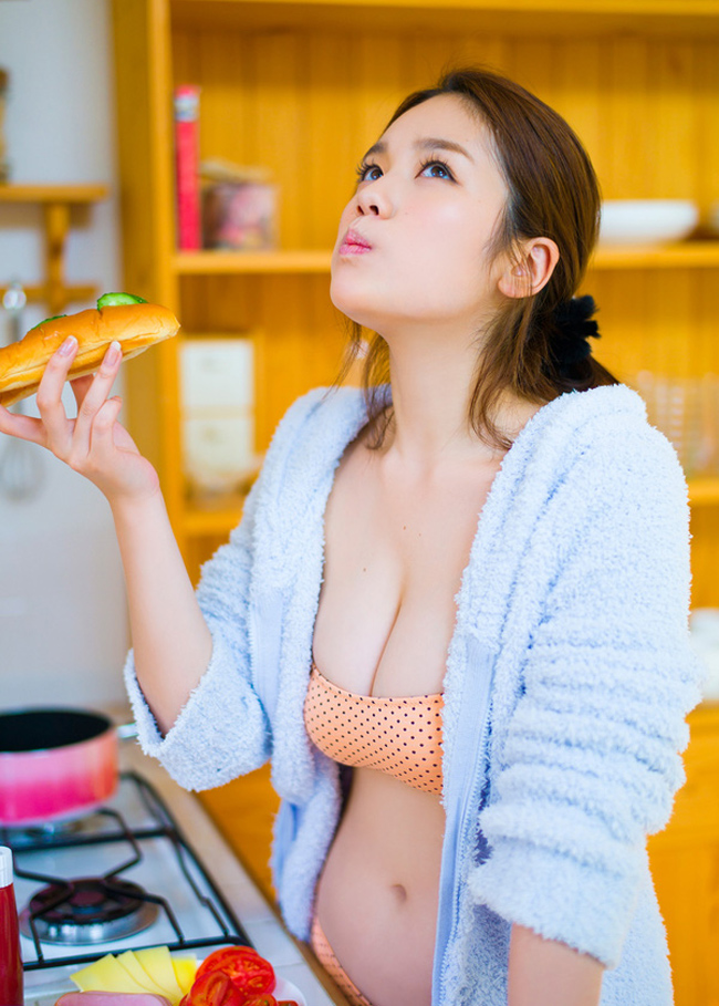 Bikini bé xíu của kiều nữ Nhật khiến mày râu nhìn là muốn đi bơi - hình ảnh 7