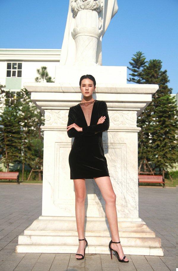 """""""Chân dài hơn mét Hà thành"""" dù nam tính, đại gia vẫn theo đuổi - hình ảnh 3"""