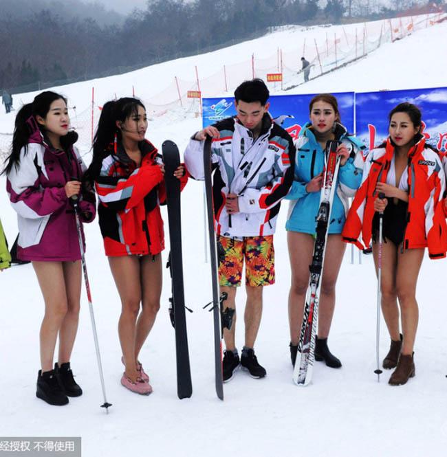 Con gái Trung Quốc mặc bikini giữa tuyết trắng gây hoang mang - hình ảnh 18