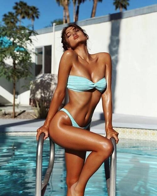 Cặp đôi kiếm bộn tiền chỉ nhờ du lịch và chụp gái xinh mặc bikini - hình ảnh 5