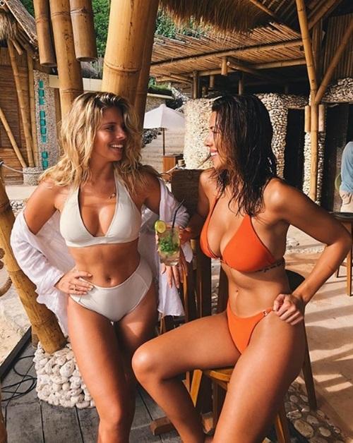 """Những bà chủ shop bikini khiến người ta """"đứng hình"""" vì quá đẹp - hình ảnh 2"""