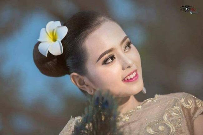 """Sau 1 năm thi hoa hậu, cô gái Lào """"xinh như tiên"""" giờ ra sao? - 1"""