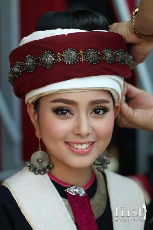 """Sau 1 năm thi hoa hậu, cô gái Lào """"xinh như tiên"""" giờ ra sao? - 3"""