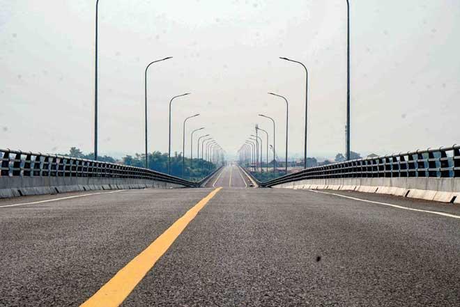 Ngắm cây cầu hơn 1.800 tỷ bắc qua sông Hồng thông xe dịp giải phóng Thủ đô - 2