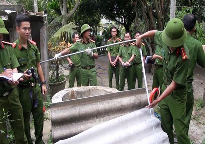 Công an tỉnh Quảng Ngãi khám nghiệm hiện trường điều tra vụ án mạng. Ảnh công an cung cấp