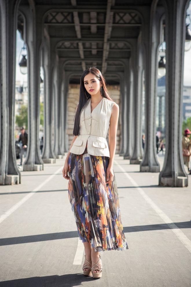 Hoa hậu Trần Tiểu Vy đẹp sang trọng giữa phố Paris - 3