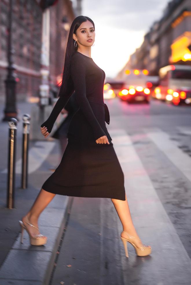 Hoa hậu Trần Tiểu Vy đẹp sang trọng giữa phố Paris - 13