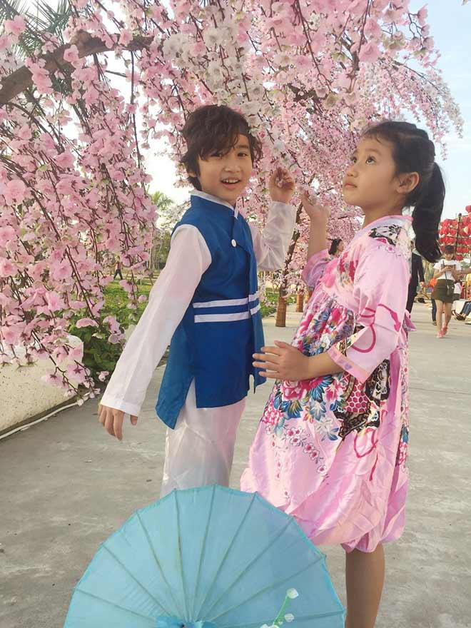 """2 em bé Việt nói tiếng Anh """"như gió"""" và bí quyết bất ngờ của phụ huynh - 2"""