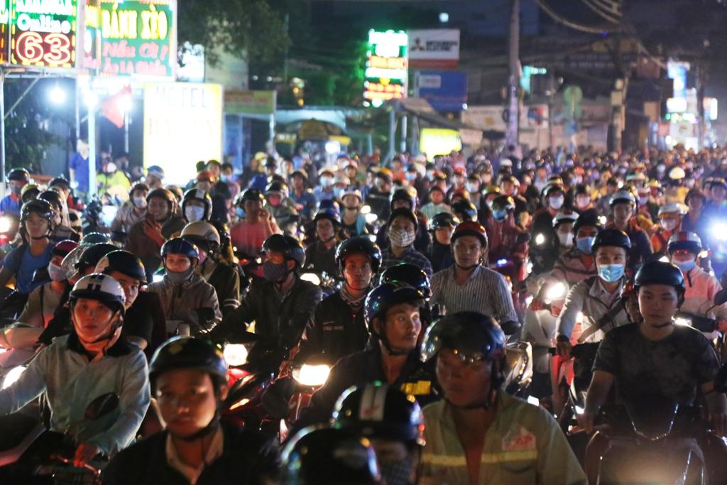 """Ngập nước, kẹt xe kinh hoàng, người Sài Gòn như """"hóa điên"""" - 6"""
