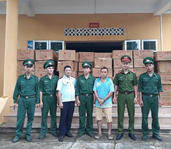 Chưa đến Tết, pháo Trung Quốc tìm đường về Việt Nam - 1