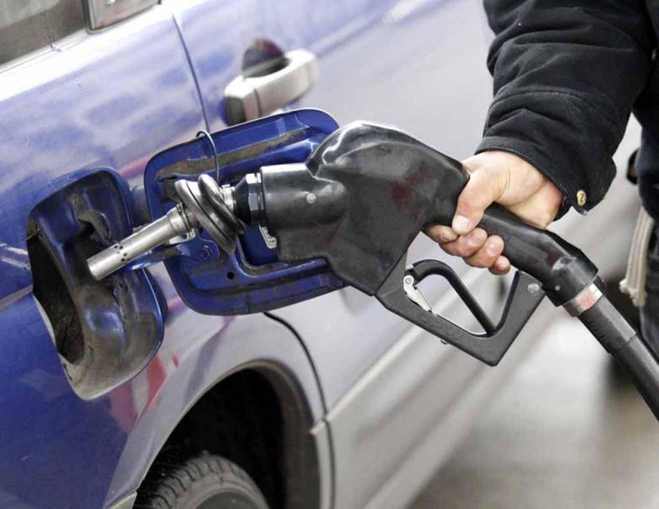 Những thói quen nhiều người mắc phải khi đổ xăng khiến ôtô dễ cháy nổ - 3