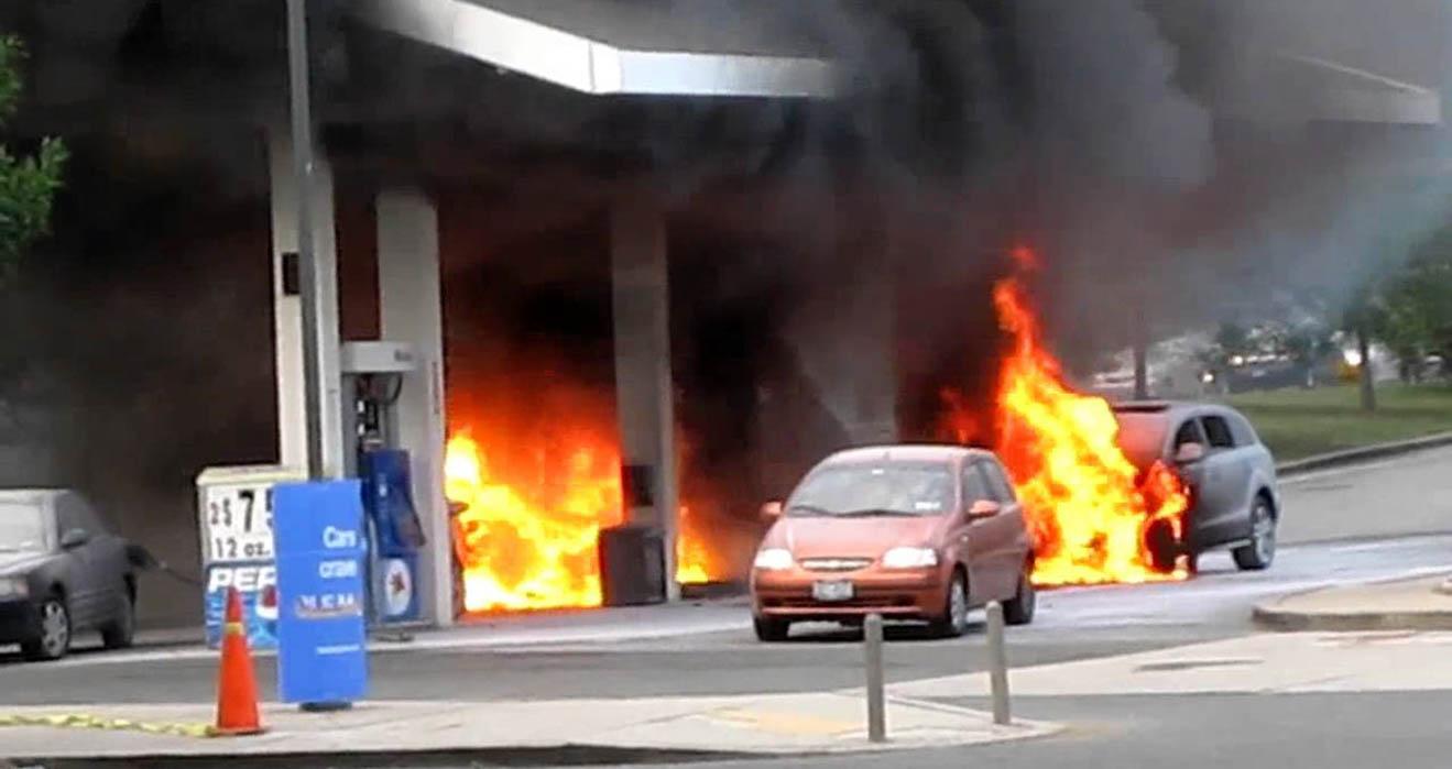 Những thói quen nhiều người mắc phải khi đổ xăng khiến ôtô dễ cháy nổ - 2