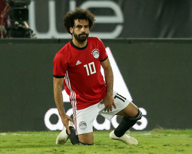 """Salah chấn thương: Ám ảnh """"lời nguyền kép"""" khó tranh QBV với Ronaldo - 1"""