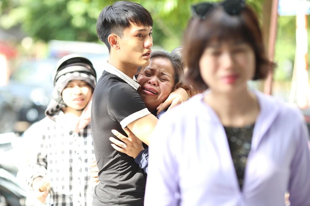 Những hình ảnh đau lòng sau vụ cháy xưởng sản xuất ghế sofa ở Hà Nội - 4