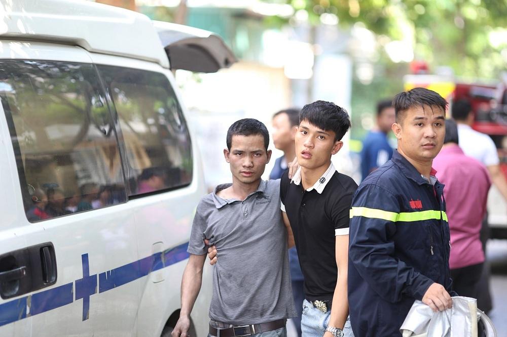 Những hình ảnh đau lòng sau vụ cháy xưởng sản xuất ghế sofa ở Hà Nội - 5